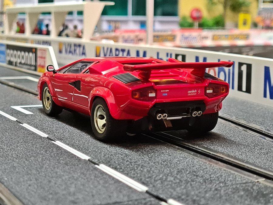 AutoArt Lamborghini Countach LP5000S Quattrovalvole 1985-88