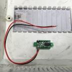 Voltmeter im Deckel des Stromverteilers