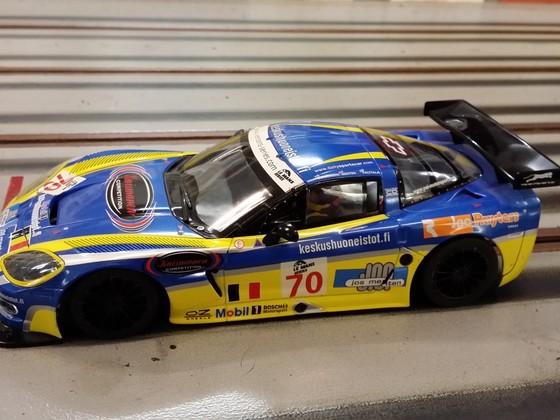 Carrera Corvette auf Racegold breit