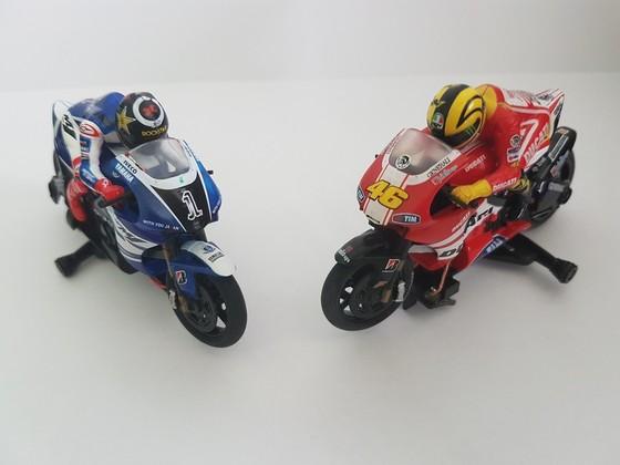 Scalextric Slot Bike Vale Rossi vs. Jorge Lorenzo