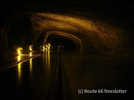 0150 Tunnel unter dem Monitor