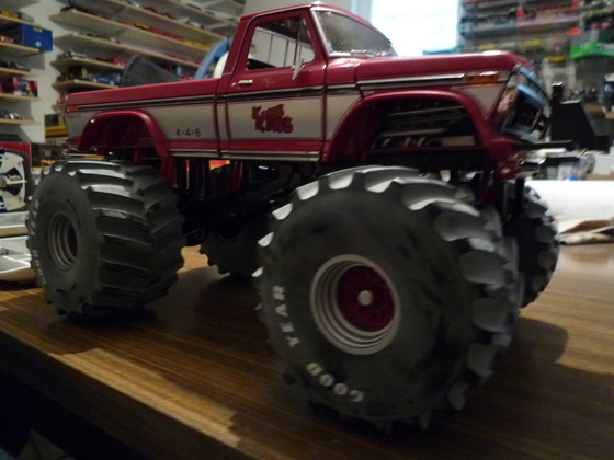 1:18 Xtreme Momster truck