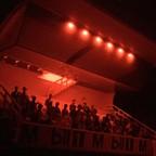 Fototribüne mit Rotlicht